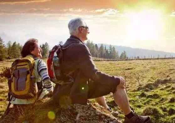 老年人尽力做自己喜欢的事,不想太多开心每一天就好